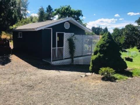 BX Little Blue Cottage - Near to SilverStar & Town