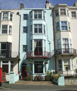 Double Room, Ensuite WC and Shower, Seafront 150m - Brighton - Hus