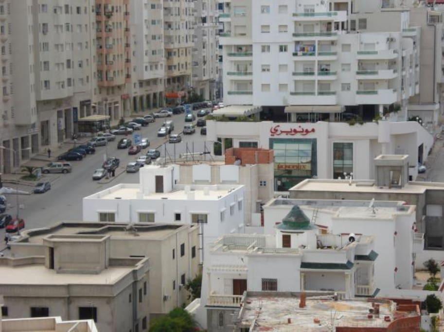 Une vue des parages de la résidence prise du balcon .