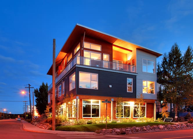 Contemporary Downtown 2BD Penthouse - Whitehorse - Appartement