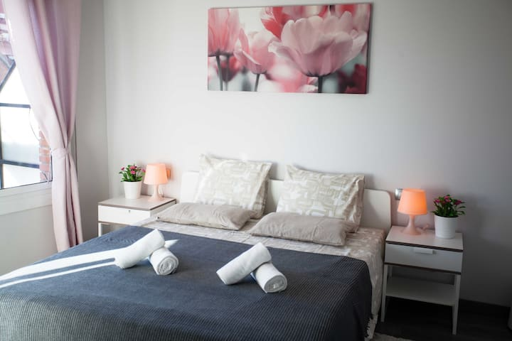 Room with two bedrooms for 4 persons. Eixample BCN