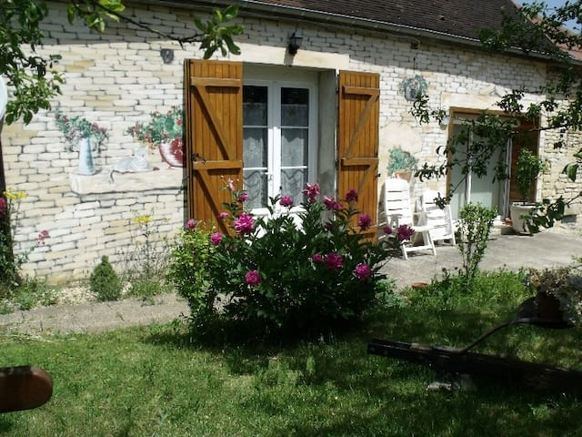 ENTRE CHAMPAGNE ET BOURGOGNE - Arthonnay - Bed & Breakfast