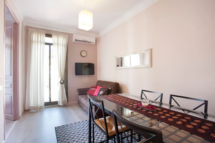 Livingroom with the dining table. seats for 4 persons, but there are more seats in the flat, up to 6 persons.
