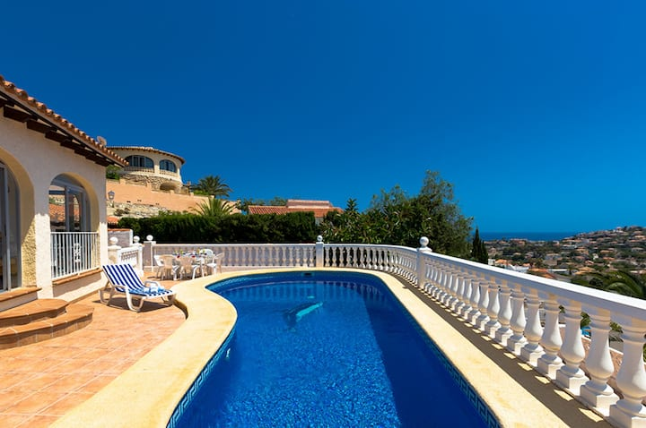 ALBA, charming villa with private pool in Calpe, free wifi