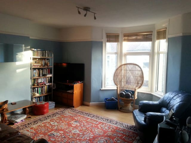 Large room/private bathroom Glos Rd - Bristol - House