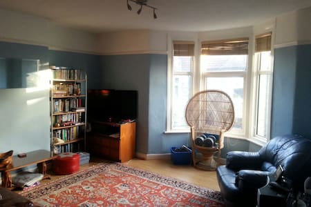 Large room/private bathroom Glos Rd - Bristol - Ház