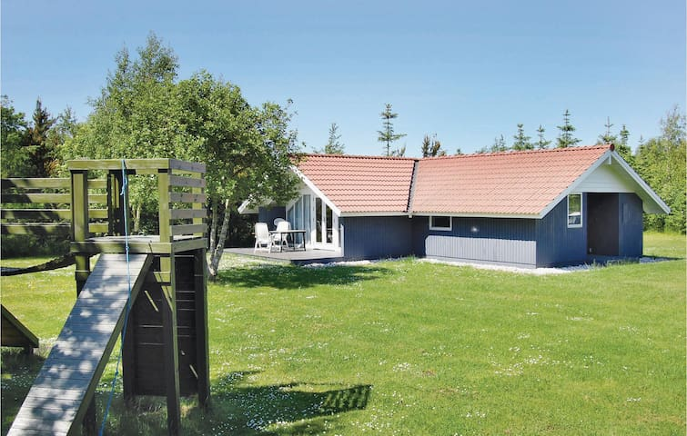 Holiday cottage with 3 bedrooms on 80m² in Oksbøl