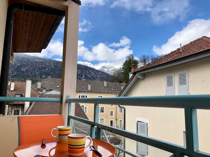 Appt central, en hauteur avec balcon et vue Jura