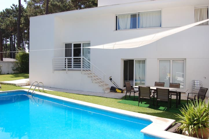 Verdizela Villa w/ pool and beach - Corroios - Casa