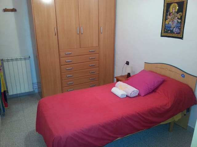 Nice Single Room in TERRASSA city - Terrassa - Hus