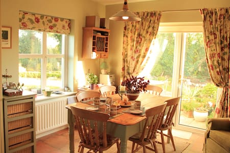 Warm, homely with a great welcome - Kilcolgan - Casa