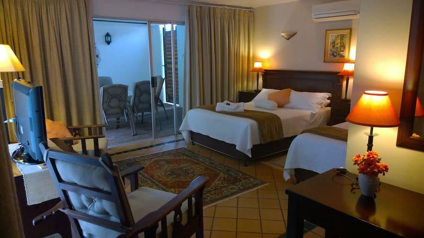 Annie's Place Bed & Breakfast RM1 - Durban North - Pousada