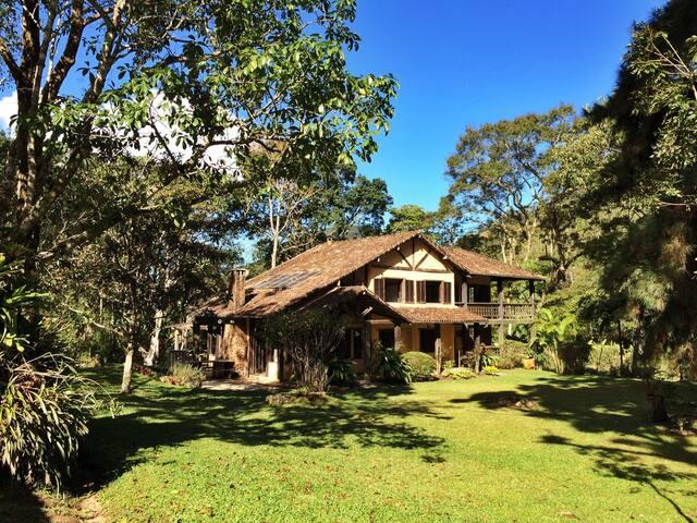 Beautiful Rustic Lodge in the Atlantic Rainforest! - Nueva Friburgo - Villa