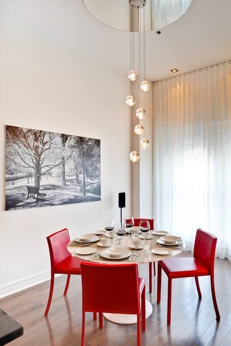 Dining Room - Salle à Manger