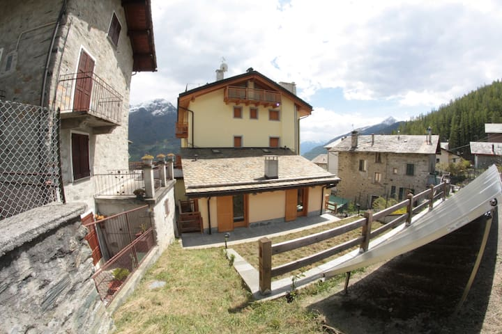 Bellissimo appartamento con giardino a Primolo - Chiesa in Valmalenco - Leilighet