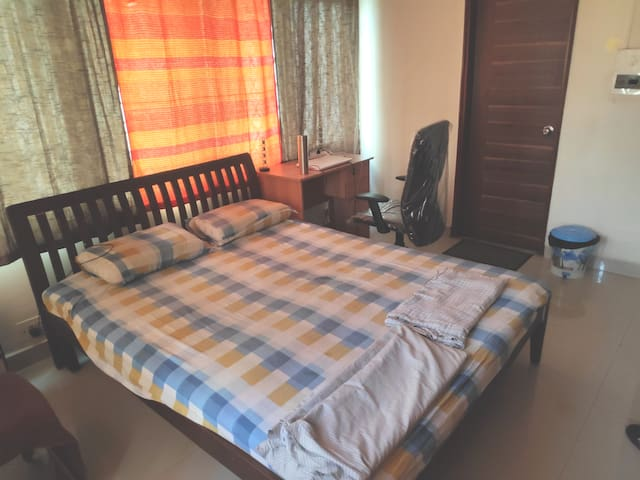 Fully furnished private room in Lavelle Road
