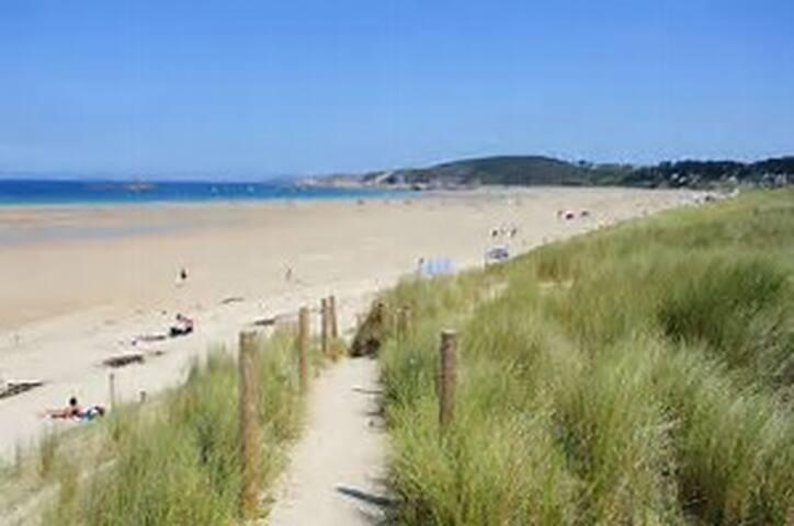 plage Sables-d'Or-Les-Pins
