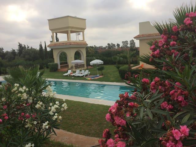 Belle villa avec grande piscine privée