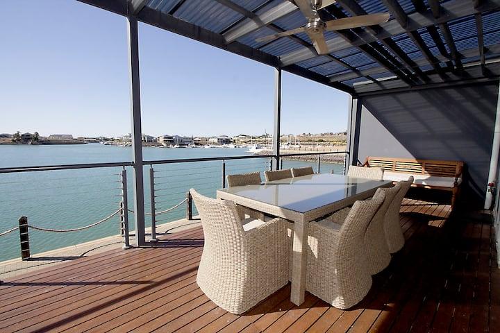 Luxury 4 Bedroom Boardwalk Apartment -Marina Views