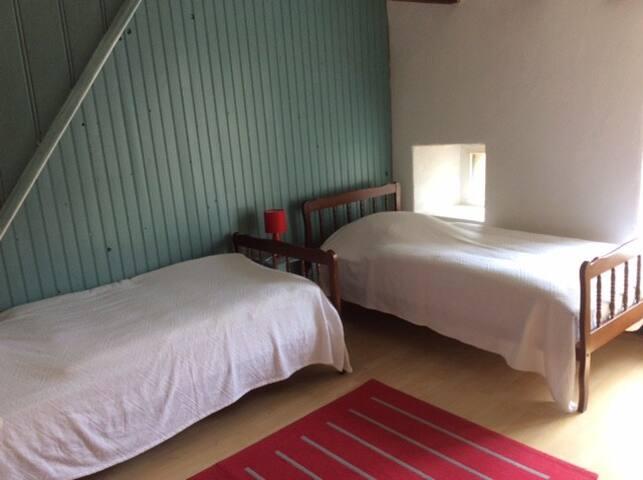 Chambre 2 (2 lits simples de 90cm)