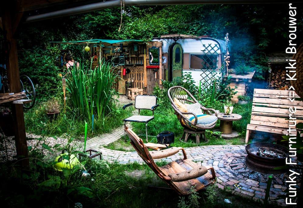 heerlijke bostuin en trampoline 4 meter lekker zonnen of springen