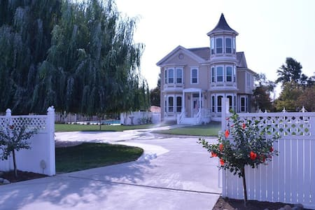 Historical Home in Country setting - Modesto