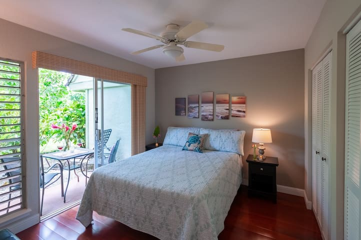 Walk to beach! Roomy, affordable, and renovated.