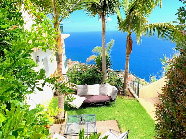 garden & lounge with ocean view
