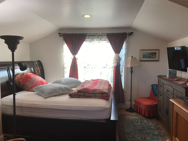 Studio B suite , K bed,bath,tv enet - Bandon - Other