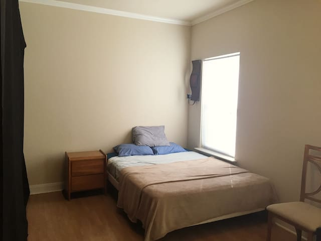 Spacious Room In Downtown Austin!