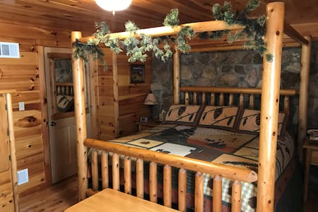 Rocky Timber Lodge - Cozy yet Spacious