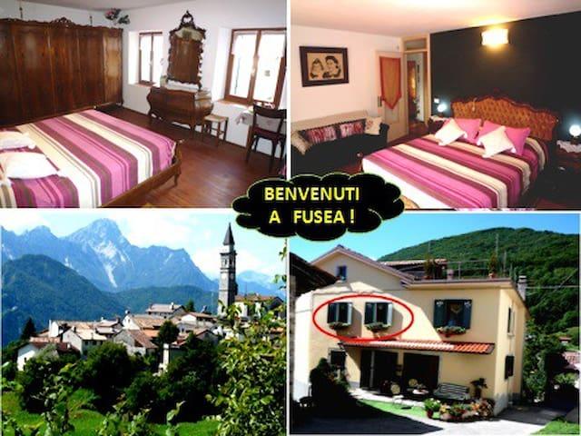 Grande camera per 2 con bagno Alt 696.(pos. bimbo) - Tolmezzo - Casa