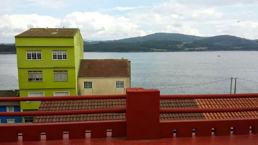 Piso con azotea vistas al mar - Camariñas - Apartment