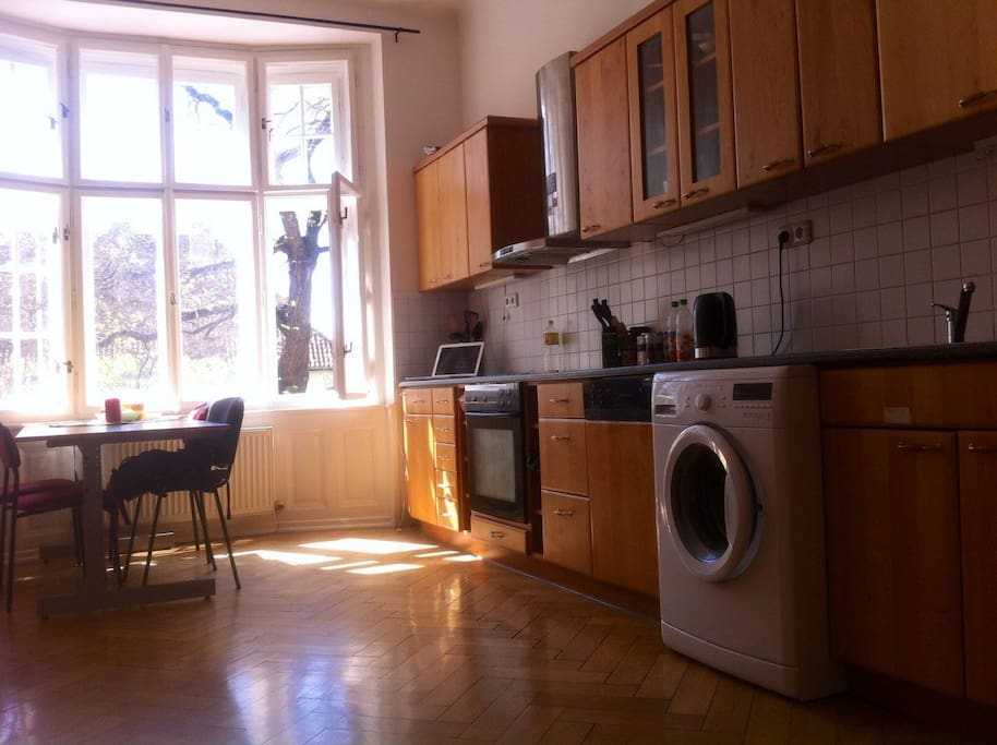 Fully equipped kitchen with a washer