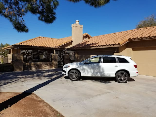 PHOENIX GEM!!** Laurel Manor in Phoenix, AZ 16tvs - Mesa - Villa