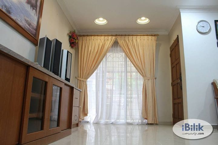 Cozy 4 bedrooms house in Melaka 10 pax 马六甲四房三厕舒适房子