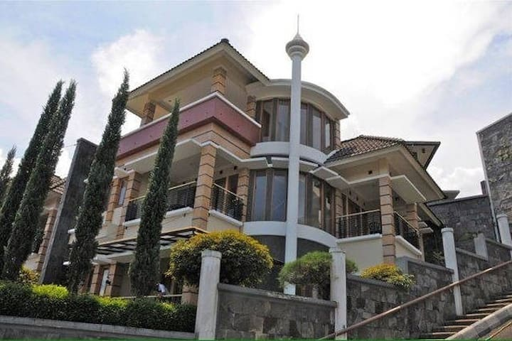 4BR in 7BR syariah villa, free wifi up to 30mbps