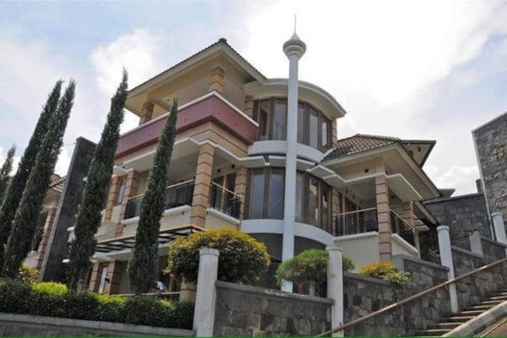 Cisitu Indah Syariah Villa 4BR for 8-10 people