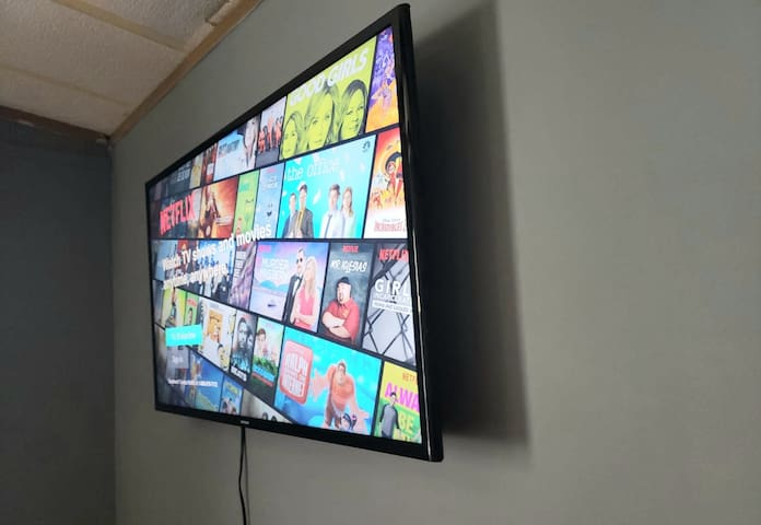 SMART TV, WITH WIFI AND NETFLIX FOR YOU