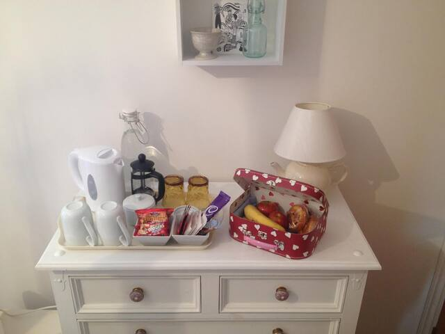 Large comfortable double room in family home. - Inverness - Casa