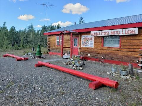 Alaskan Stoves Lodge: Sleeps up to 9 Adults