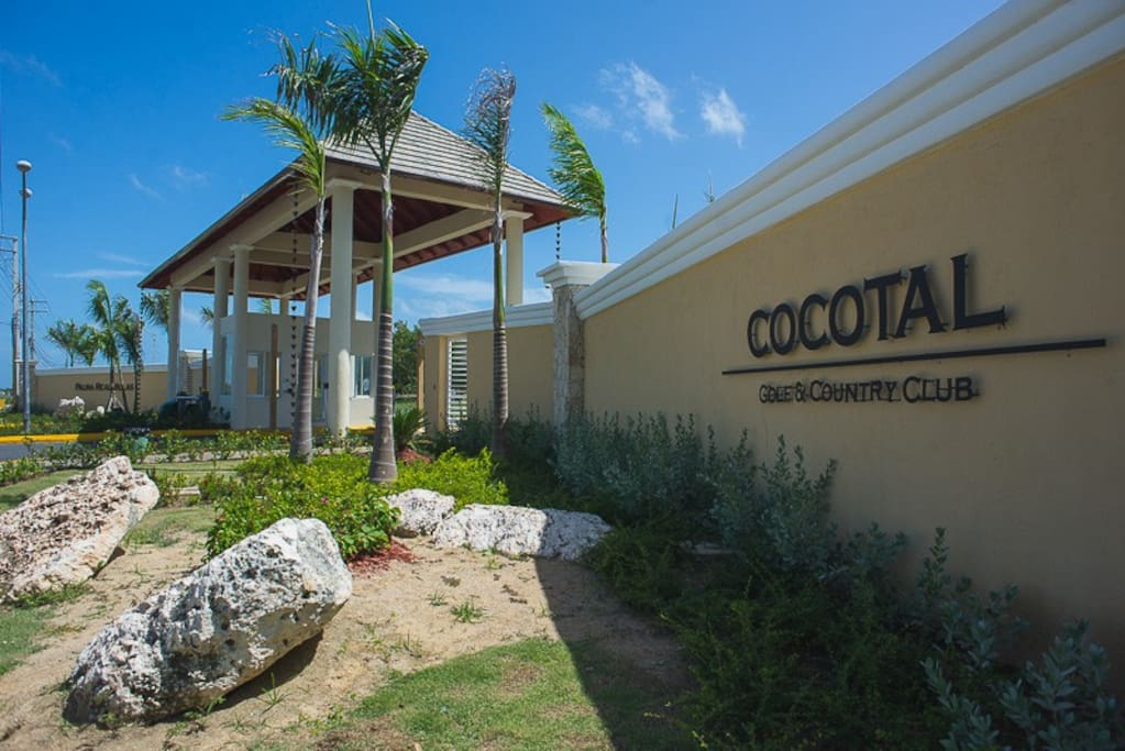 Acceso Cocotal Golf & Country Club