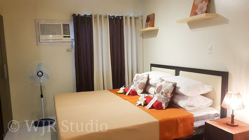 King Bed Deluxe- For Couples & Friends in Alabang!