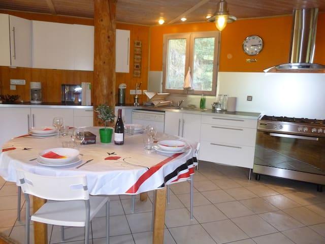 Maison bois dans  Parc des Volcans - Ceyssat - House