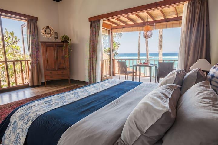 Anjani Villa - Great 5 Bedroom Beachfront Villa