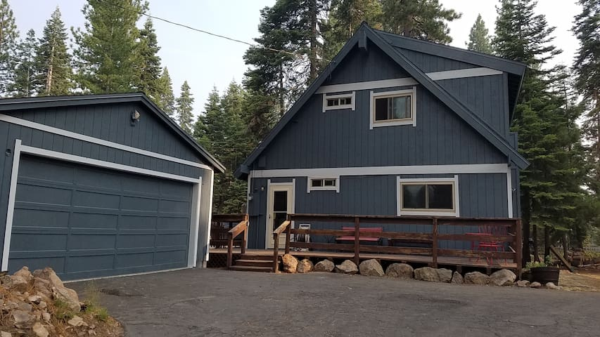 Cozy Tahoe home, walking distance to Lake