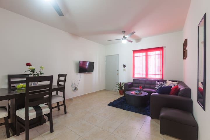 Excellent Full 2 Bedroom Apt-10Minutes from Beach