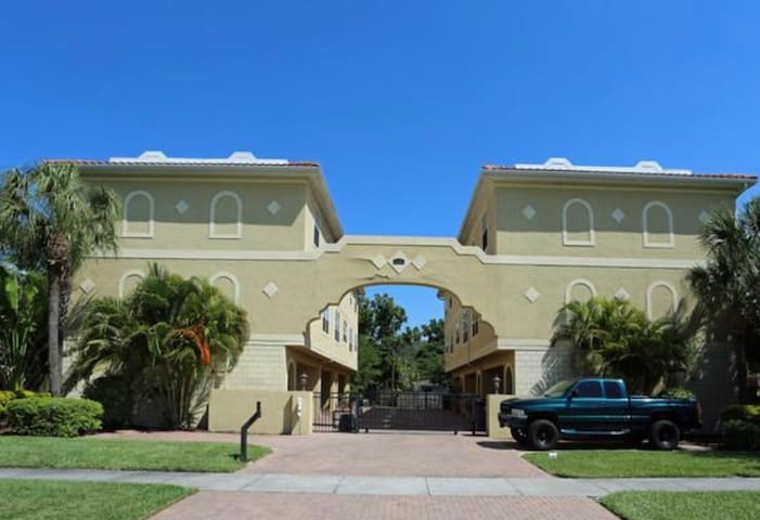 Luxury 1 Bedroom by Westshore & University of TPA