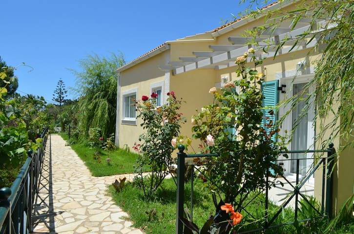 2 BEDROOM HYACINTH VILLA - Corfu - Villa