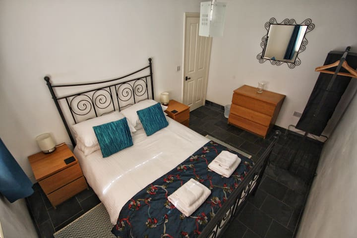Central 2 bedroom contemporary flat - Boscastle - Appartement